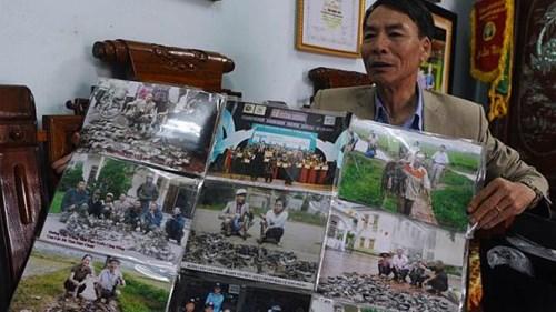 Ông Thiều khoe chiến tích diệt chuột của mình với phóng viên nước ngoài.